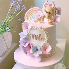 1st Birthday Cake For Girls, Twin Birthday Cakes, Pretty Birthday Cakes, Birthday Cake Designs, Little Girl Cakes, Baby Girl Cakes, Cake Designs For Kids, Fondant Cake Toppers, Instagram Cake
