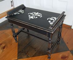 Antiqued piano bench from Yellow Chair Market Project Ideas, Craft Ideas, Old Pianos, Piano Bench, Trash To Treasure, Something Old, Furniture Projects, Drafting Desk, Benches