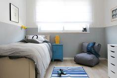 גם בחדרו של הבן נצבע חלקו התחתון של הקיר בגוון כהה יותר (צילום: שירן כרמל)