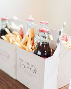 Practical and affordable midnight wedding snack that sure guest will love #wedding