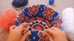 "Lesson 5 of ""Tapestry Crochet for Beginners"" - How to Prevent Tangles When Doing. Crochet Crafts, Crochet Projects, Free Crochet, Tapestry Crochet Patterns, Crochet Stitches, Mochila Crochet, Tapestry Bag, Single Crochet Stitch, Crochet Purses"
