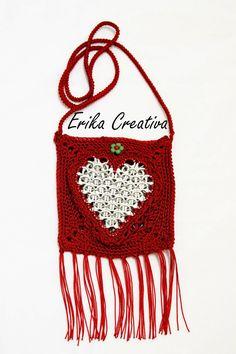 Mini-bolso con anillas estilo morral de corazón para regalar en San Valentin | Aprender manualidades es facilisimo.com