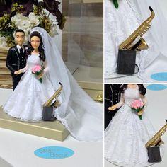 caraarteembiscuit💕Topo de bolo de casamento 💕 #saxophone 🎷 #sax #saxofone 🎼 #harpacristã 💒#noivinhospersonalizados ❤️ #caraarteembiscuit #caketopper #weddinginvitation #vestidodenoiva #love #música #carmensteffens #casamento #wedding #weddingcake #topodebolo #topodebolopersonalizado #weddingdress #topodebolocasamento #noivinhos #biscuit #weddingcaketopper #casacomigo ❤ Orçamentos: caraarteembiscuit@yahoo.com.br, ou envie uma mensagem inbox na página…