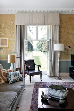 At Home: Bloom and Flourish Wiltshire Georgian house - Real Homes Georgian Homes, Georgian Interiors, Room Wallpaper, Chinoiserie Wallpaper, Drawing Room, Reception Rooms, Beautiful Interiors, Interior Inspiration, Living Room Decor
