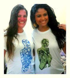 As Amigas Vivi e Luana  Camisetas Paulo Sapucaia T-shirt   Arte; Soul de Salvador