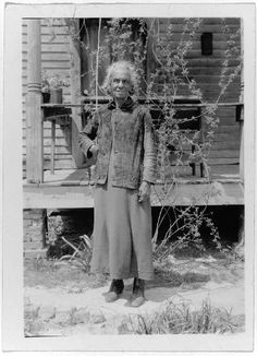Haunting Photos Of American Slaves 70 Years After Abolition African American Artist, American Artists, Native American, Alabama, Georgia, Haunting Photos, Black History Facts, African American History, American Indians