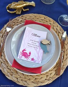 A Seaside Inspired Tablescape and 3 BBQ Recipes - easy to style table decor ideas and easy recipes for a nautical summer barbecue or dinner party! #bbq #bbqrecipe #bbqtablescape #shrimpbake #shrimpboil #bbqshrimp #nauticaltablescape #tablesetting #tabletop #seafood #redwhiteblue Easy Bbq Recipes, Barbecue Recipes, Easy Meals, Printable Menu, Party Printables, Starter Plates, July 4th Wedding, Diner Party, Bbq Table