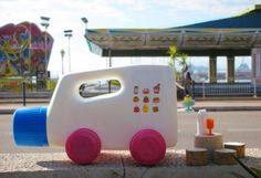 Martine Camillieri, toys, cars, eco toys, recycled produces, recycling, upcycling, art, automobiles