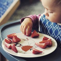 Delicious strawberries on porcelain plate with the princess from 'Noso&Friends' collection