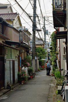 "tokyogems:  "" strolling around nezu.  根津でぶらぶら。  """