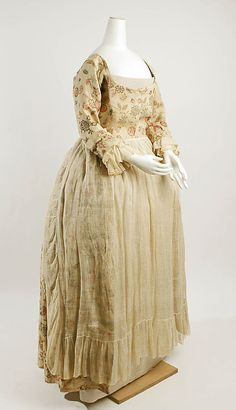 Robe à la Française, Mid 18th century, Met Museum. American.   Probably from the late 60s-the 80s.