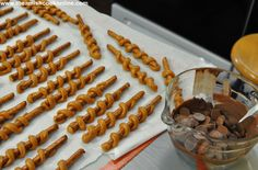i would use chopped nuts instead of peanut butter chipsChocolate Dipped Pretzels.i would use chopped nuts instead of peanut butter chips Chocolate Covered Pretzel Rods, Chocolate Dipped Pretzels, Pretzel Dip, Chocolate Caramels, Pretzel Sticks, Melting Chocolate, Pretzels Recipe, Christmas Baking, Christmas Treats