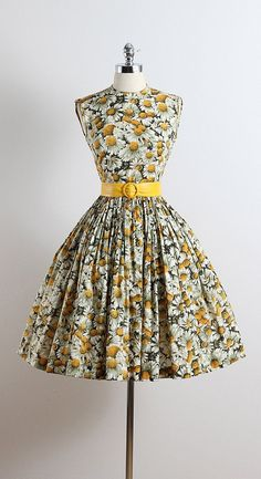 MY DARLING DEAR ➳ vintage 1950s dress  * daisy print cotton * detachable belt * pleated full skirt * metal side zipper  condition | excellent  fits like xs