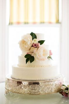 Buttercream Wedding Cakes | Ivory and Rose Cake Company | Bridal Musings Wedding Blog http://www.jexshop.com/