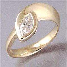 Custom Made Marquise Shaped Diamond Engagement 18kt Gold Ring