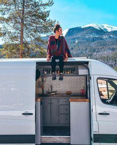 30 Extraordinary Rv Camper Van Conversion Ideas For Inspirations - Van Life Sprinter Van Conversion, Camper Van Conversion Diy, Van Conversion Interior, Van Conversion Budget, Van Conversion Kitchen, Ford Transit Conversion, Kombi Motorhome, Campervan, Van Camping