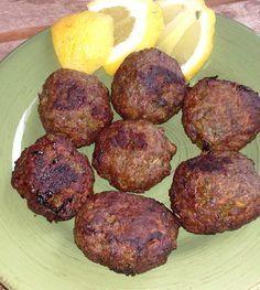 ΚΕΦΤΕΔΑΚΙΑ ΤΗΓΑΝΗΤΑ....ΣΤΟ ΦΟΥΡΝΟ Αγαπημένη γεύση μικρών και μεγάλων....σε μία διαφορετική εκδοχή που τα προτιμά στο φούρνο έτσι ώστε να μη διαφέρουν σε γεύση από τα κλασικά και παραδοσιακά τηγανητά κεφτεδάκια!!! Cookbook Recipes, Cooking Recipes, Cyprus Food, Greek Appetizers, Mince Recipes, True Food, Greek Cooking, Greek Dishes, Cheesy Recipes