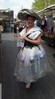 Het #Almeers Meisje: moderne klederdracht