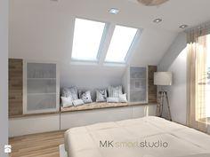 Sypialnia w stylu skandynawskim - Średnia sypialnia małżeńska na poddaszu z balkonem / tarasem, styl skandynawski - zdjęcie od MKsmartstudio