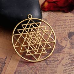 Sacred Sri Yantra Gold Pendant Meditation , This sacred gold sri yantra pendant, yantra meditation eye clear all negative energies and bring peace. Sacred Symbols, Ancient Symbols, Sri Yantra Meaning, Mandala Meaning, Dna Tattoo, Chakra Necklace, Copper Color, Tattoos With Meaning, E Bay