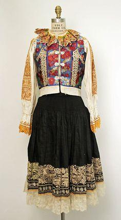 Wedding ensemble Date: 1922 Culture: Slovak Medium: cotton, silk, metal Folklore, Folk Costume, Costumes, Vintage Dresses, Vintage Outfits, Ethnic Dress, Costume Institute, Historical Clothing, Traditional Dresses