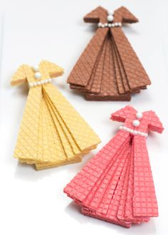 Sugar Wafer Dress Cookies — these adorable dress cookies are made from wafer cookies, frosting, and sprinkles, via @followcharlotte
