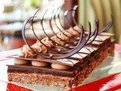 Croustillant Praliné    Croustillant praliné et noisette, mille-feuille craquant au chocolat    Savoureux ..