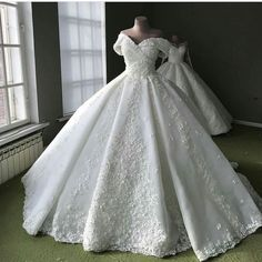 A pretty off the shoulder wedding dress. A pretty off the shoulder wedding dress. Puffy Wedding Dresses, Princess Wedding Dresses, Dream Wedding Dresses, Bridal Dresses, Wedding Gowns, The Dress, Marie, Ball Gowns, Color Box