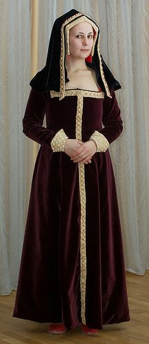My early Tudor costume (c.1500) by esmolnyakova, via Flickr