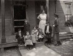 St. Louis Children's Hospital, nurse, social worker and patients. Date: ca. 1910.