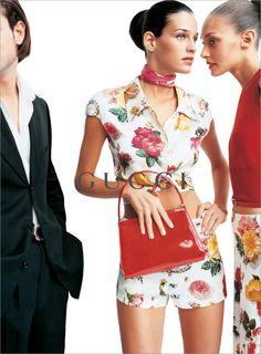 Gucci, SS 1995 por Mario Testino. I like the one with the shorts<3