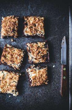 Coconut macaron brownies