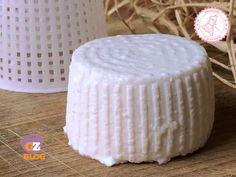 preparare la ricotta fatta casa è facile e veloce. provatela è gustosissima e potete provare a prepararla anche con latte parzialmente scremato.