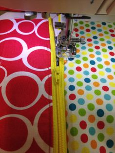 Sew Together Bag Sewalong Day 2 - Zippers