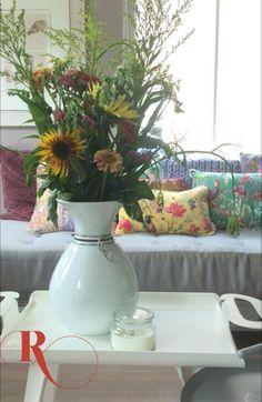 Styling | kussens | bloemen | kleurrijk