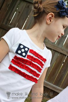 4th of July Shirts - could use star buttons instead, I bet I could let the kids use fabric glue & make this a no sew craft.