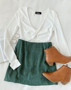 Set the bar for style in the Lulus High Class Emerald Green Corduroy Mini Skirt! Lightweight ribbed corduroy fabric shapes this sweet little A-line style mini skirt, complete with a high fitted waist Fall Winter Outfits, Autumn Winter Fashion, Summer Outfits, Club Outfits, Fall Skirt Outfits, Green Outfits, Vegas Outfits, Fall Outfits For School, Fall Skirts