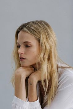 Mussed, tousled, textured waves. | Center part, face framing strands pushed behind ears. | Gabriella Wilde photographed by James Wright for So It Goes Magazine. | Source: jukavo | Pinned via hernewtribe
