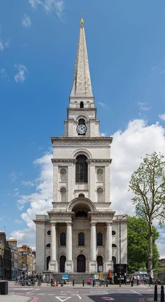Christ Church Spitalfields, London, built between 1714 and 1729 to a design by Nicholas Hawksmoor. Religious Architecture, Historical Architecture, Church Architecture, Classical Architecture, Concept Board Architecture, Architecture Drawings, Nicholas Hawksmoor, Dorset Street, Tower Hamlets