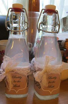 cadeau : 4. Bain moussant Ingrédients : 4 tasses d'eau 8 c. à soupe de savon de…