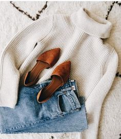 Simple fall outfits - simple fall outfit inspiration minimal autumn outfits casual cold weather style inspo minimalist winter styling tips white knit turtleneck with blue jeans and brown flats Simple Fall Outfits, Fall Winter Outfits, Autumn Winter Fashion, Summer Outfits, Winter Clothes, Vacation Outfits, Summer Clothes, Casual Winter, Winter Wear
