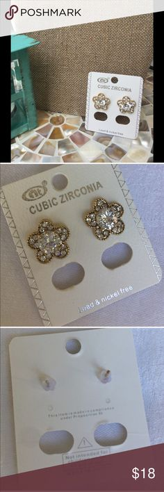 🆕 CZ Flower earrings gold tone Cubic Zirconia Flower earrings in gold tone - these gems are a must have accessory!. Also have a listing with them in silver tone!                                                           ✅I ship same or next day ✅Bundle for discount Jewelry Earrings