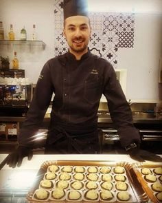 Big Bufalo Babà: farcito con ricotta di bufala campana - Italian Gourmet Ricotta, Chef Jackets, Gourmet