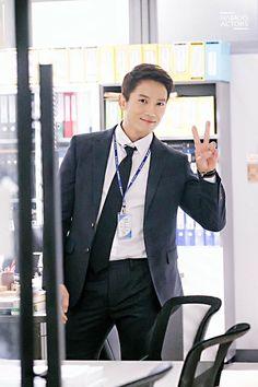 in the drama Kill Me Heal Me, Korea University, Park Hyung, Jo In Sung, Lee Bo Young, Lee Junho, Park Ji Sung, Korean Street Fashion, Hot Guys