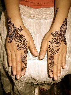 Easy Henna Tattoos on Pinterest | Geometric Triangle Tattoo Back ...