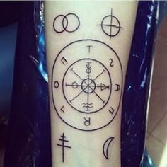 Risultati immagini per tarot tattoo Love Tattoos, Beautiful Tattoos, New Tattoos, Tattoos For Guys, Future Tattoos, Occult Tattoo, Tarot Tattoo, Wheel Tattoo, Compass Tattoo