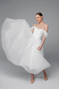 Little White dresses for brides in lace, sparkle, and sleek silhouettes. As couples turn to more intimate gatherings or even to elopements, short wedding dresses are gaining popularity. We've put together a shoppable guide of the best short wedding dresses you can buy online! #gws #greenweddingshoes #littlewhitedresses #shortweddingdresses Black Wedding Dresses, Princess Wedding Dresses, Tulle Wedding, Ball Dresses, Ball Gowns, Dresses With Sleeves, Little White Dresses, Mermaid Dresses, Dress Making