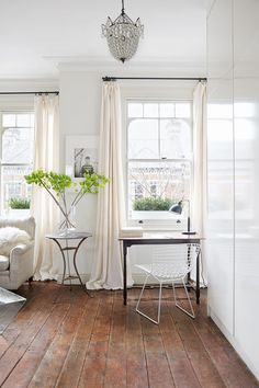 Caroline O'Donnell's living room. Home & Garden magazine