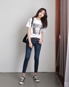 Black converse in 2019 fashion, korean fashion summer, korean casual outfit Korean Casual Outfits, Korean Fashion Summer Street Styles, Korean Fashion School, Korean Fashion Teen, Korea Fashion, Casual Summer Outfits, Trendy Fashion, Summer Clothes, Korean Outfits School
