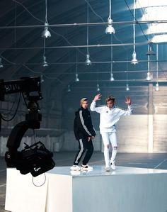DO YOU LIKE M&M DANCE!!!I I LIKE NO I LOVE IT❤❤ I Go Crazy, Make You Believe, Beautiful Boys, Memes, Ariana Grande, Superstar, Bae, Twins, Crushes
